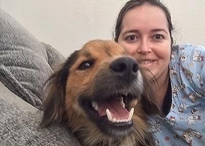 veterinária e cachorro