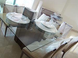 embalando mesa e cadeiras