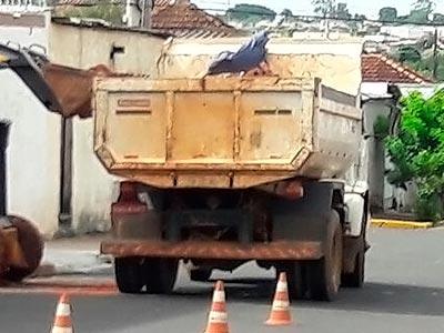 locação-caminhão-basculante