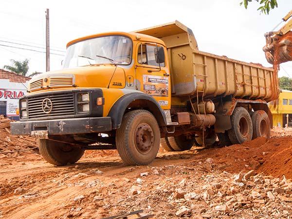 Caminhão basculante para locação