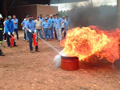 Treinamento para combate de incêndio