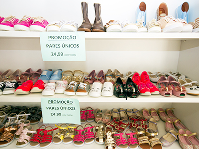 variedade de sapatos