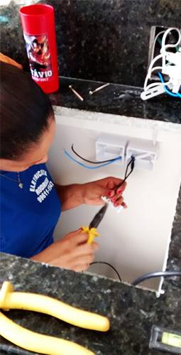 Instalação e Reparo de Tomadas e Interruptores
